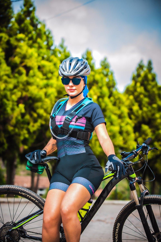 Macaquinho Ciclismo Feminino HUPI Rubi Manga Curta