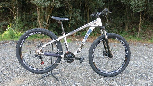 """Bicicleta HUPI Naja 27.5"""" Hidráulica 2019 RAW"""