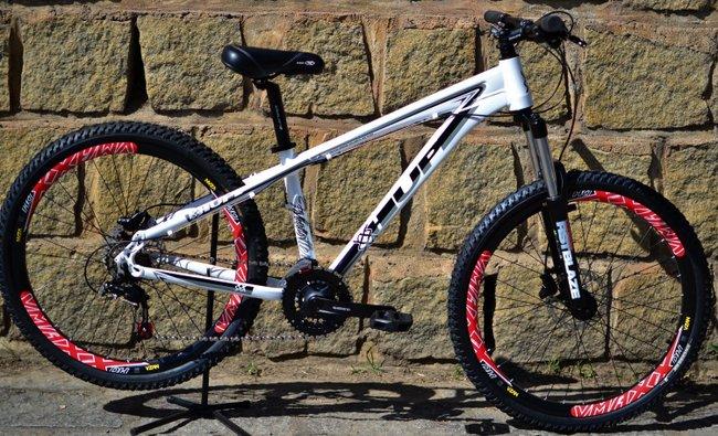 """Bicicleta HUPI Whistler 27.5"""" Hidráulica V5 Branca"""