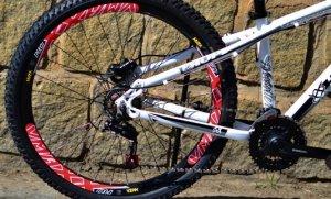 Bicicleta HUPI Whistler Hidráulica 2019 Branca